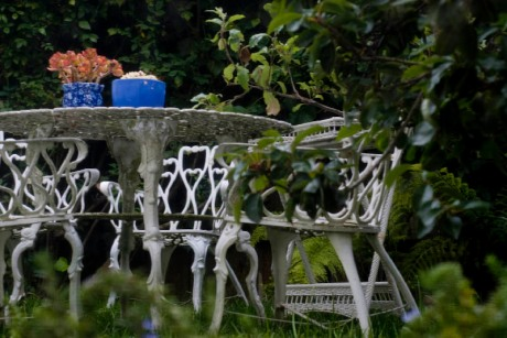 garden-iron-furniture